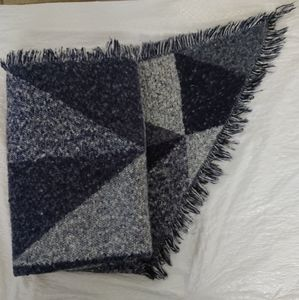 Melrose And Place Large Scarf With Points Blue And